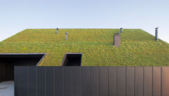 House Behind The Roof  / Superhelix Pracownia Projektowa