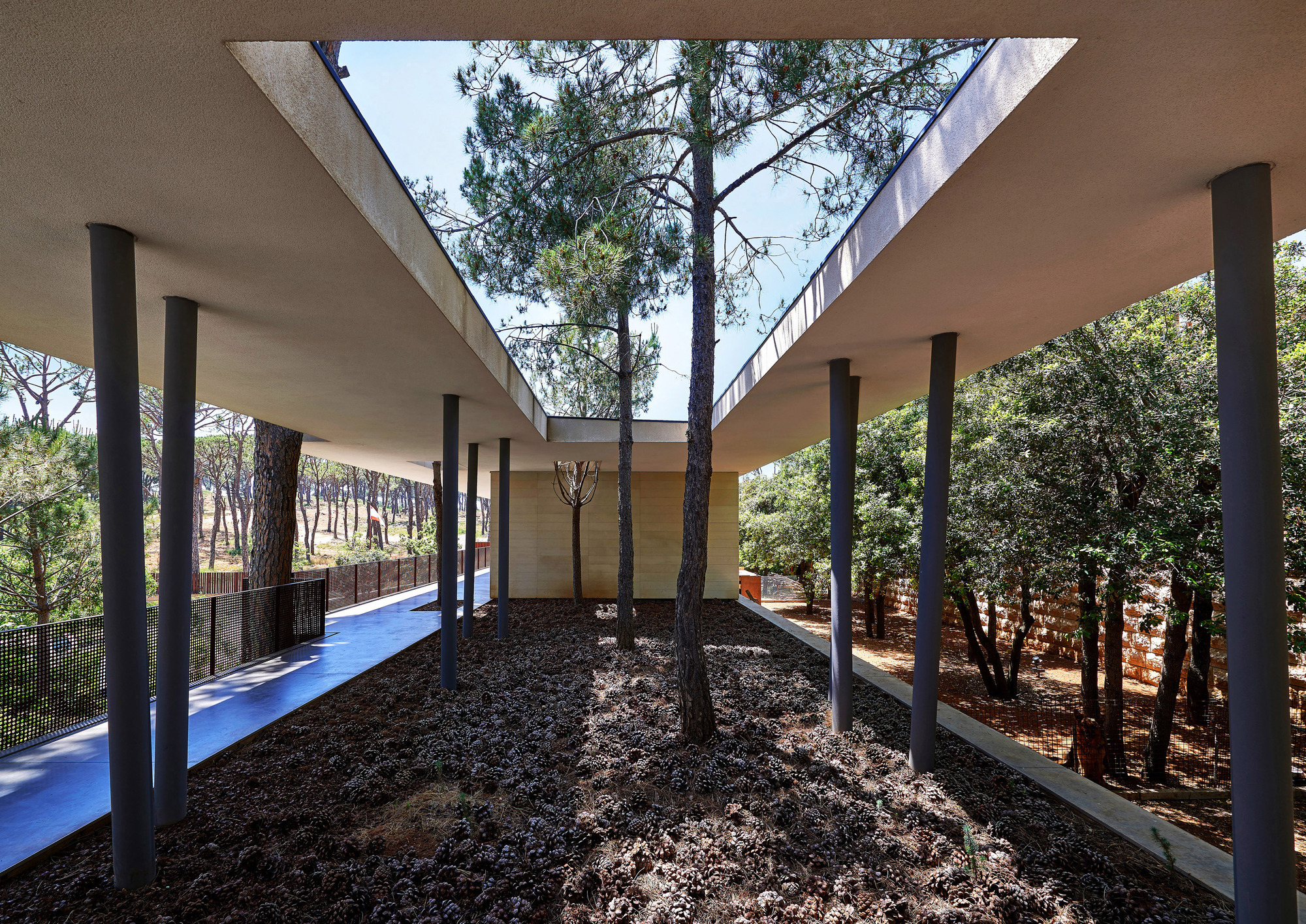The House with Two Lives / nabil gholam architects