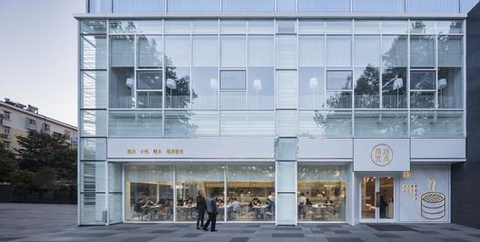 After Renovation_Additonal stores along the Zhongyang Road. Image © Bowen Hou