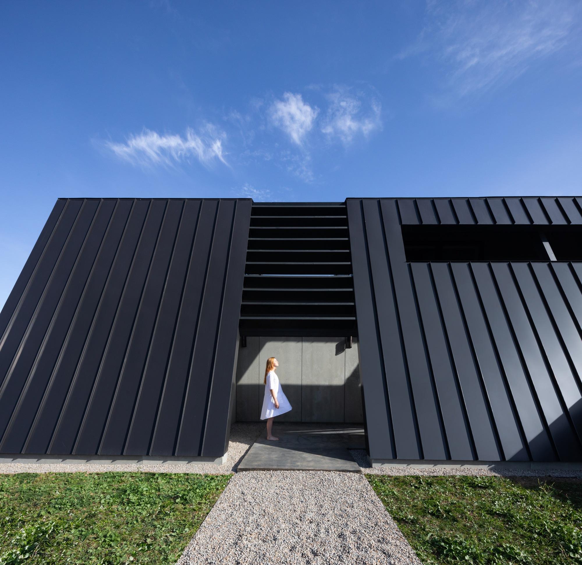 Treow Brycg House / Omar Gandhi Architect