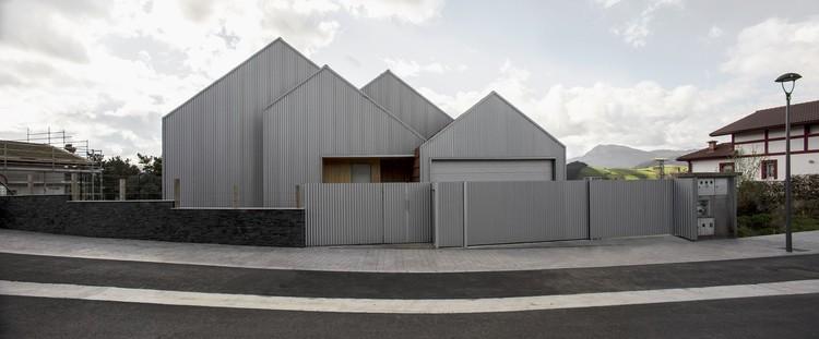 Casa a dos aguas  / Pura arquitectura, © Laurentzi Garmendia