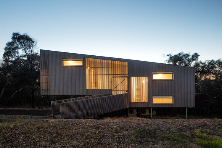 Aireys Ramp House / Irons McDuff Architecture, © Nic Granleese