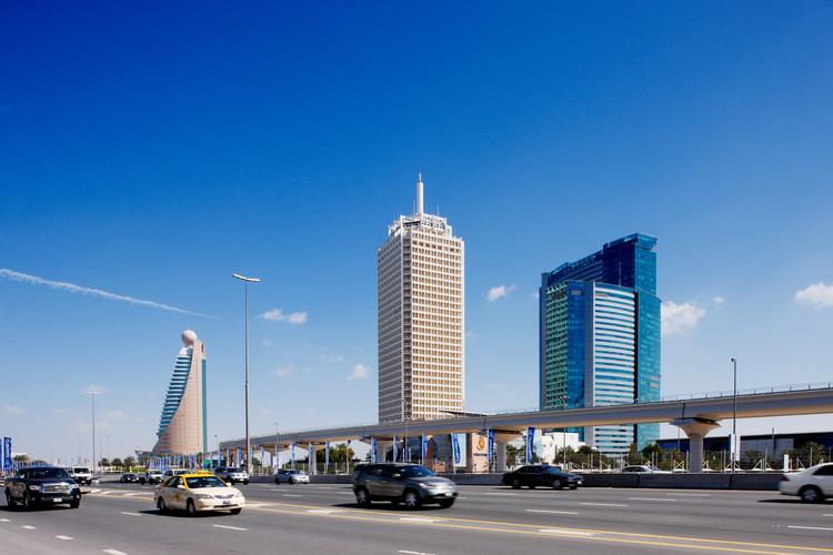 Inscrições abertas para o concurso que escolherá o pavilhão do Brasil na Expo Dubai 2020, Dubai Trade Centre, primeiro arranha-céu da cidade será tombado como patrimônio cultural moderno pela Modern Heritage Initiative. Cortesia de Shutterstock