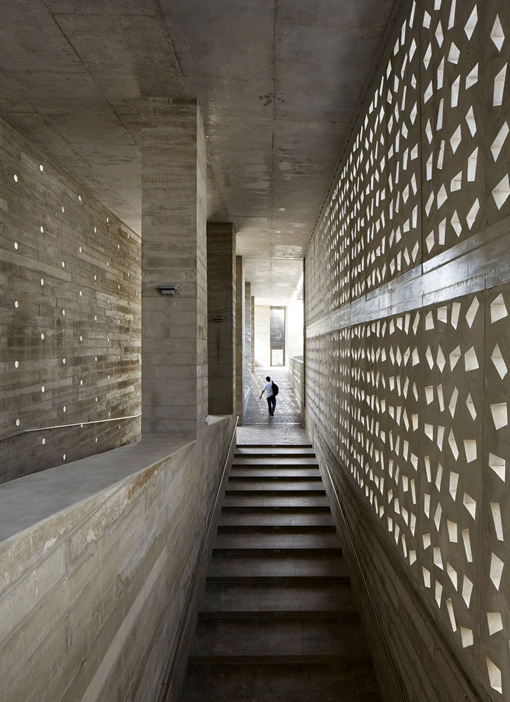 Barclay Crousse S University Of Piura Edificio E In Peru Wins The 2018 Mies Crown Hall Americas Prize Archdaily