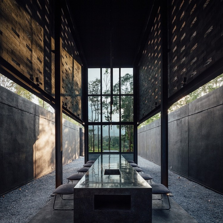 Architecture in Black: A Selection of The Best Dark Interiors