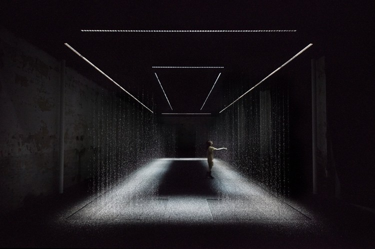 Architecture in Black: A Selection of The Best Dark Interiors   , © Daici Ano