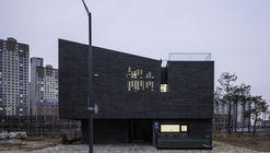 DP9131 House / skimA
