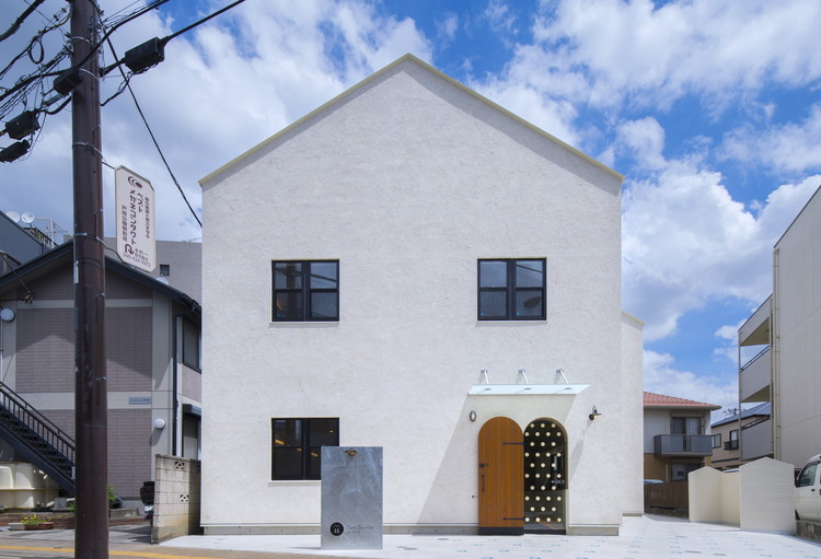 Two Stories Building / Oganic Design Architecture Studio, © Yukinori Okamura
