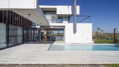 Casa LHT / Sebastian Engelhard