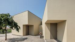 Edifício de escritórios em Arada / Nelson Resende