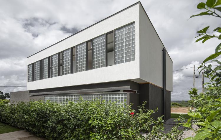 M16 House / NEBR arquitetura, © Maíra Acayaba