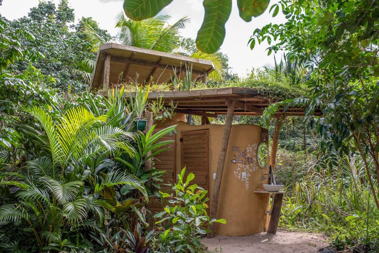 Como funciona um banheiro seco, sistema alternativo de saneamento, Banheiro Seco Termocompostagem  Piracanga. Image © Fede Caracciolo