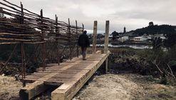 Materia, comunidad y oficios locales: estudiantes de arquitectura construyen mirador en Chiloé, Chile