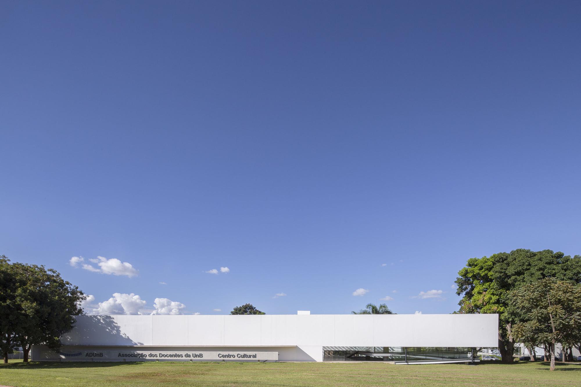 ADUnB Cultural Center / Nonato Veloso