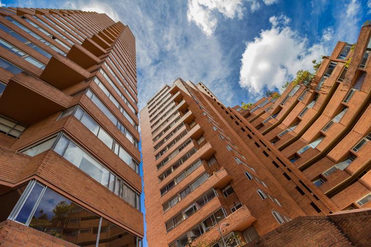 Los 10 mejores lugares en Bogotá para fotografiar arquitectura, Torres del Parque . Image © Stefanía Álvarez