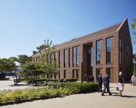 Reigate Grammar School / Walters & Cohen Architects
