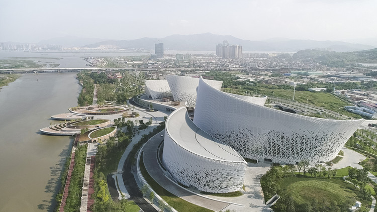 The Fuzhou Strait Culture and Art Centre / PES-Architects, Birdseye. Image © Marc Goodwin