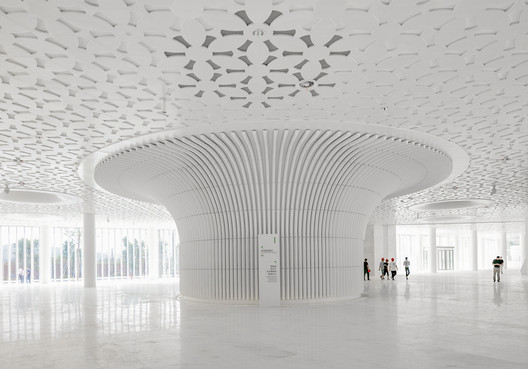concourse lobby. Image © Marc Goodwin