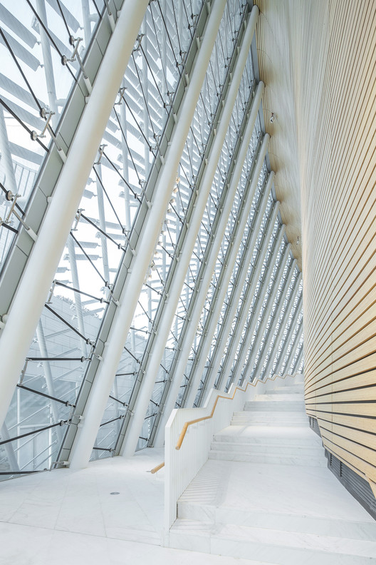curved gallery and stair. Image © Yong Zhang