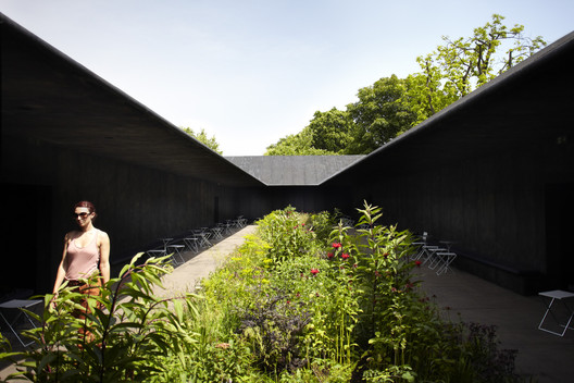Serpentine Pavilion 2011 / Peter Zumthor and Piet Oudolf. Image © John Offenbach