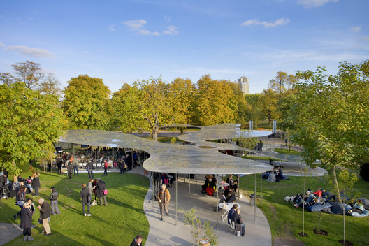 Serpentine Pavilion 2009 / SANAA. Image © Claire Byrne
