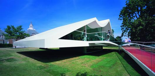 Serpentine Pavilion 2003 / Oscar Niemeyer. Image © Sylvain Deleu