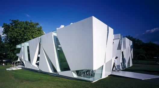 Serpentine Pavilion 2002 / Toyo Ito. Image © Sylvain Deleu