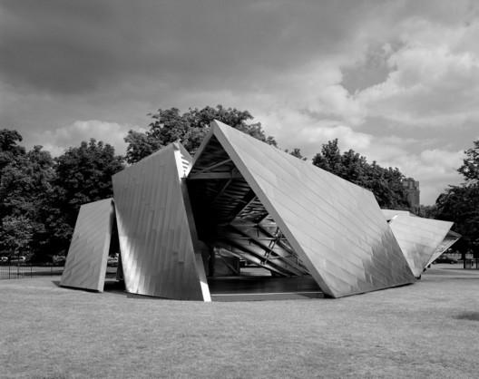 Serpentine Pavilion 2001 / Daniel Libeskind. Image © Helene Binet