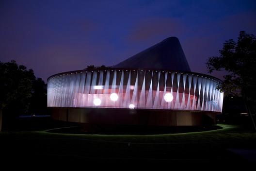 Serpentine Pavilion 2007 / Olafur Eliasson, Kjetil Thorsen, Cecil Balmond. Image © Luke Hayes