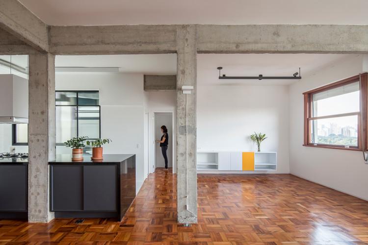 Thai's Apartment / INÁ Arquitetura, © Maíra Acayaba
