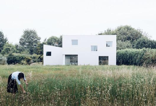 House for a Photographer / Studio Razavi architecture