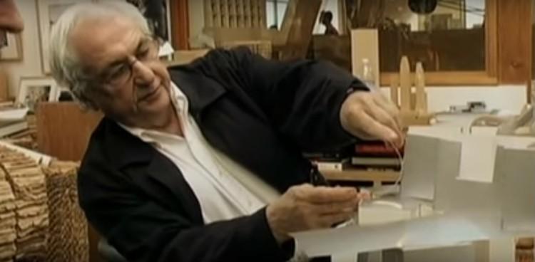 """Screenshot do documentário """"Sketches of Frank Gehry""""""""Sketches of Frank Gehry"""""""
