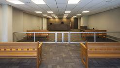 Habilitación interior de Tribunal de Familia de Santiago y Oficinas de Corporación Administrativa del Poder Judicial / Claro + Westendarp Arquitectos