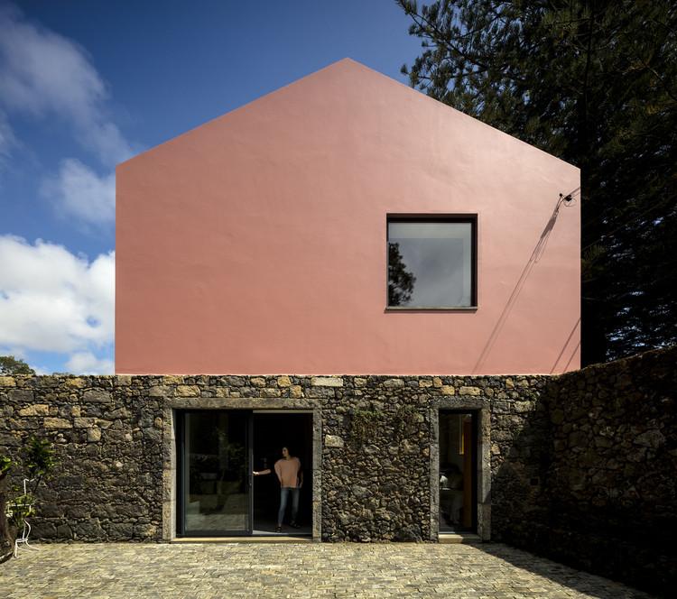 Casa Rosa do Mezzo Atelier vence o Prêmio de Arquitetura Paulo Gouveia, © Fernando Guerra | FG+SG