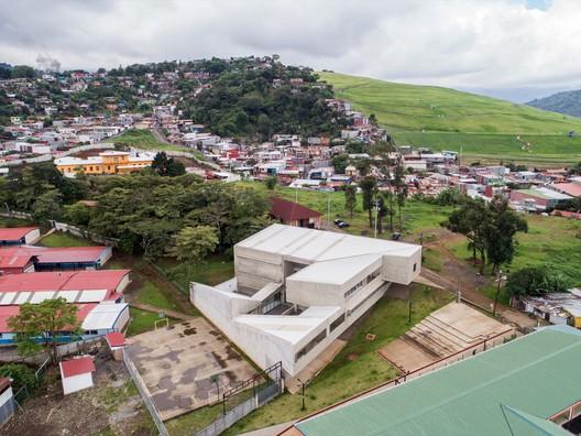 Centro de Desenvolvimento Humano de Tirrases / Luis Diego Barahona
