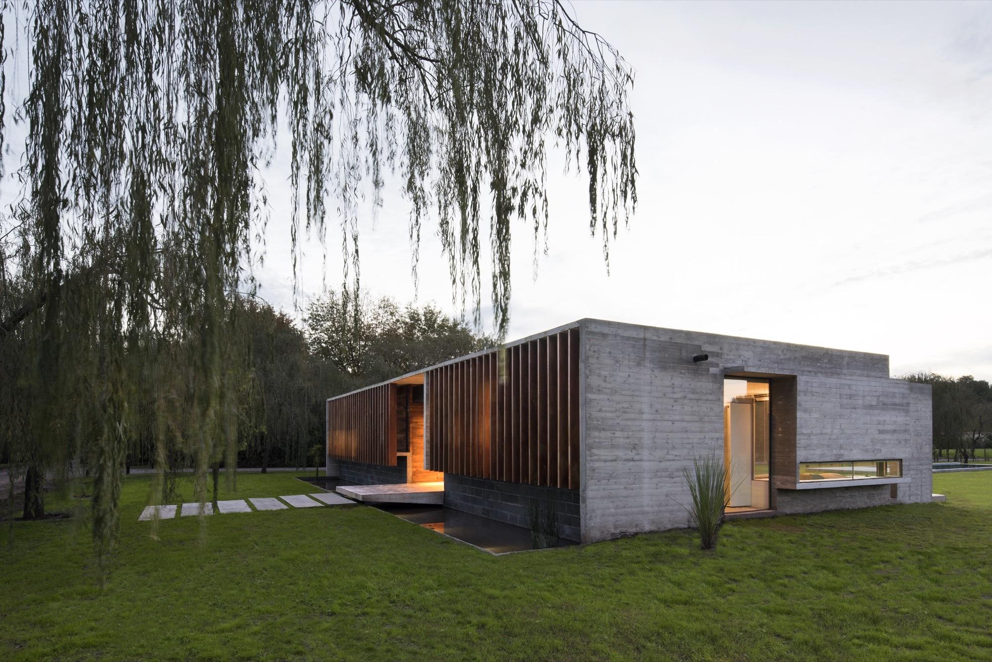 Rodriguez House / Luciano Kruk