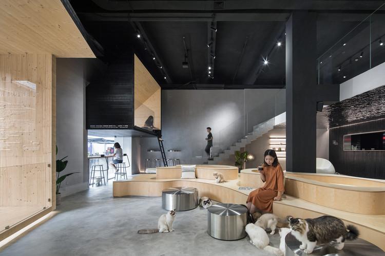 Meow Restaurant  / E Studio, Multi-functional activity area. Image © Chao Zhang