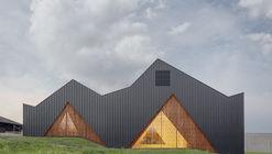 Le Vaud Polyvalent Hall / LOCALARCHITECTURE