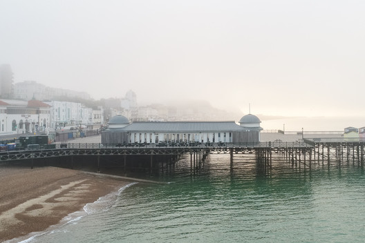 Hastings Pier / dRMM. Image © Laurian Ghinitiou