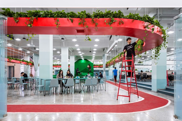 Leping Social Entrepreneur Foundation Headquarters / People's Architecture Office, Multi-function area. Image © Weiqi Jin