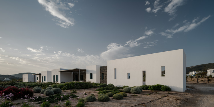 Hide and Seek / React Architects, © George Messaritakis