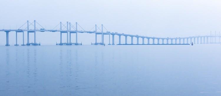 Ponte marítima mais extensa do mundo é inaugurada na China