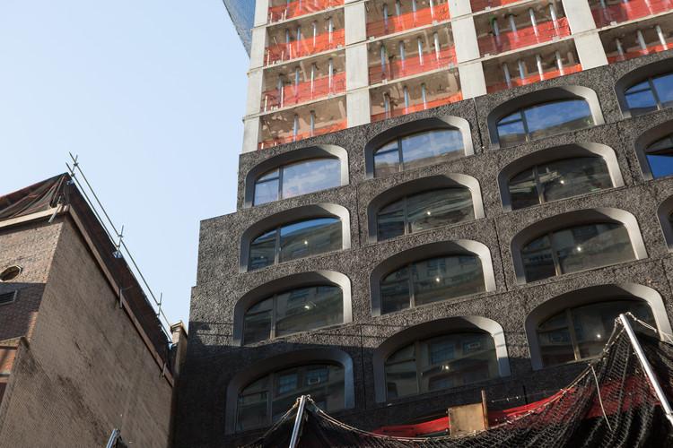 Adjaye's 130 William Street Tower Begins Façade Installation in Manhattan, 130 William Street. Image © Andrew Campbell Nelson