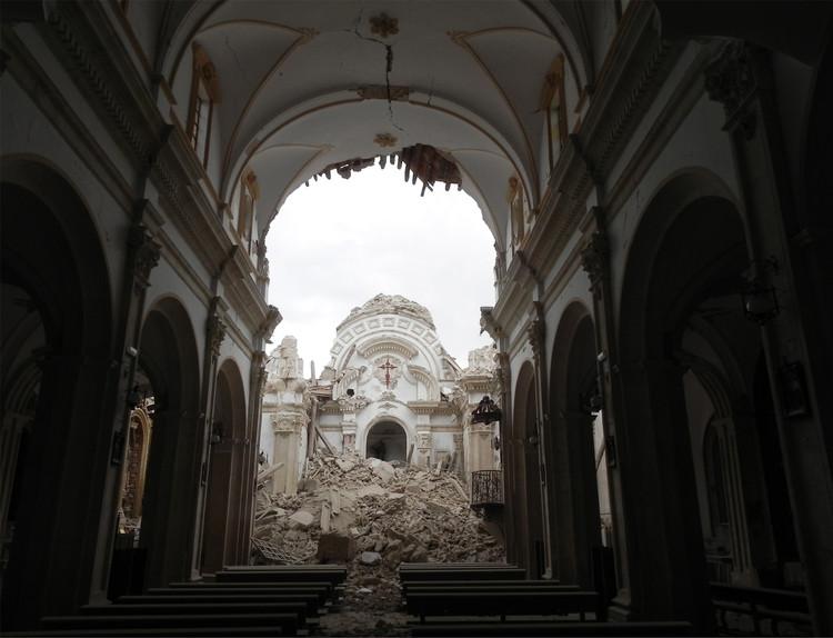 Juan de Dios de la Hoz, Premio Rafael Manzano 2018 por su labor de reconstrucción tras el terremoto de Lorca, Iglesia de Santiago en Lorca, Murcia. Image Cortesía de Premio Rafael Manzano