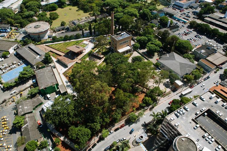 A transformação de aterros sanitários em parques, Praça Victor Civita. Image © Nelson Kon