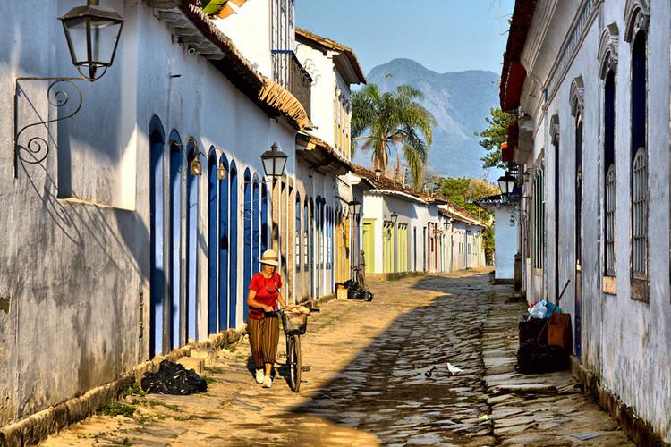 """Iphan lança manual com orientações para quem vive em casas tombadas, Paraty, RJ. Foto: Chaval Brasil</a> on <a href=""""https://visualhunt.com/re/5604b4"""">Visual hunt</a> / <a href=""""http://creativecommons.org/licenses/by-nc-nd/2.0/""""> CC BY-NC-ND</a>"""