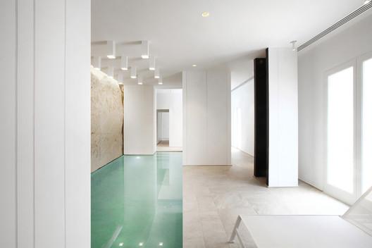 White Digger / Tomas Ghisellini Architects