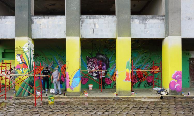 Estudiantes de Latinoamérica inauguran ELEA 2018 en Santa Cruz, Pintando Latinoamérica, un taller del encuentro que recupera las galerías de un edificio abandonado en pleno centro histórico de Santa Cruz. Image © Fabián Dejtiar