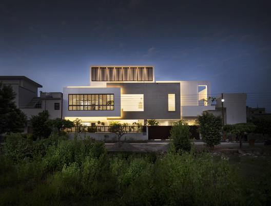 Casa Forma / Renesa Architecture Design Interiors Studio