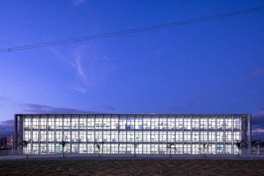 Anhembi Morumbi University | Campus São José dos Campos / KAAN Architecten + URBsp Arquitetura. Image © Fran Parente